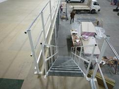 Escalier métallique pour plateforme industrielle