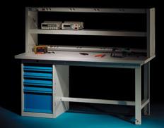 Etabli d'atelier électromecanique avec étagère