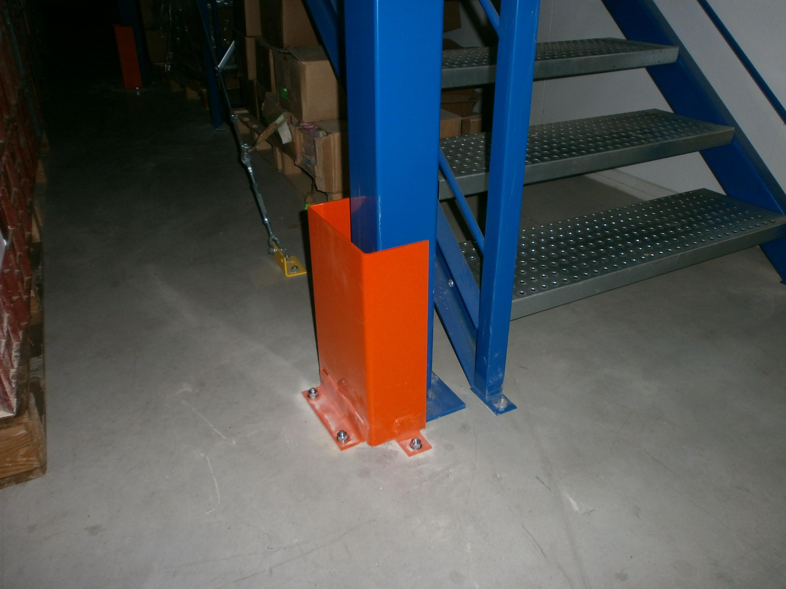 U de protection métallique pour poteau de plate-forme